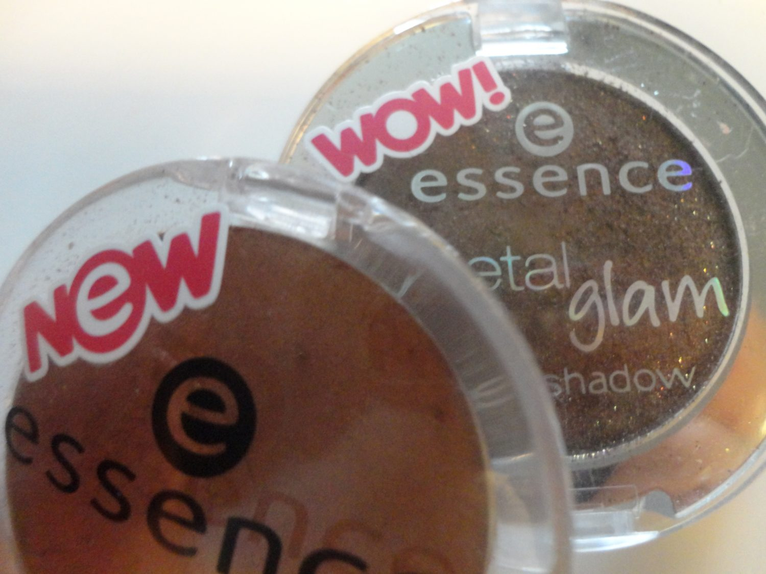 Essence eyeshadow en metal glam