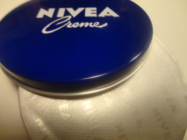 Het bekende Blauwe Nivea blik