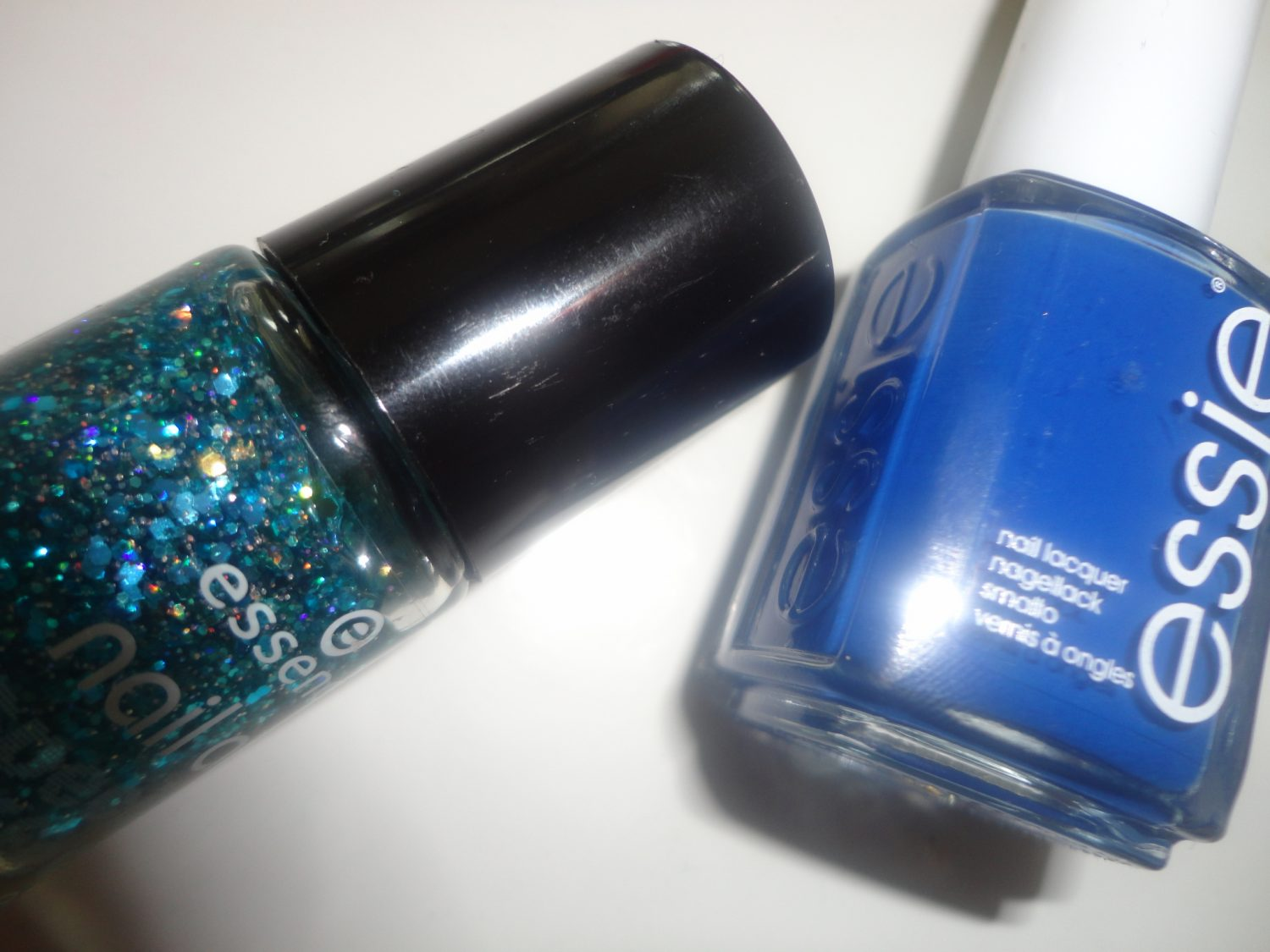 Swatches: Essie mezmerised & Essence glorius aquarius