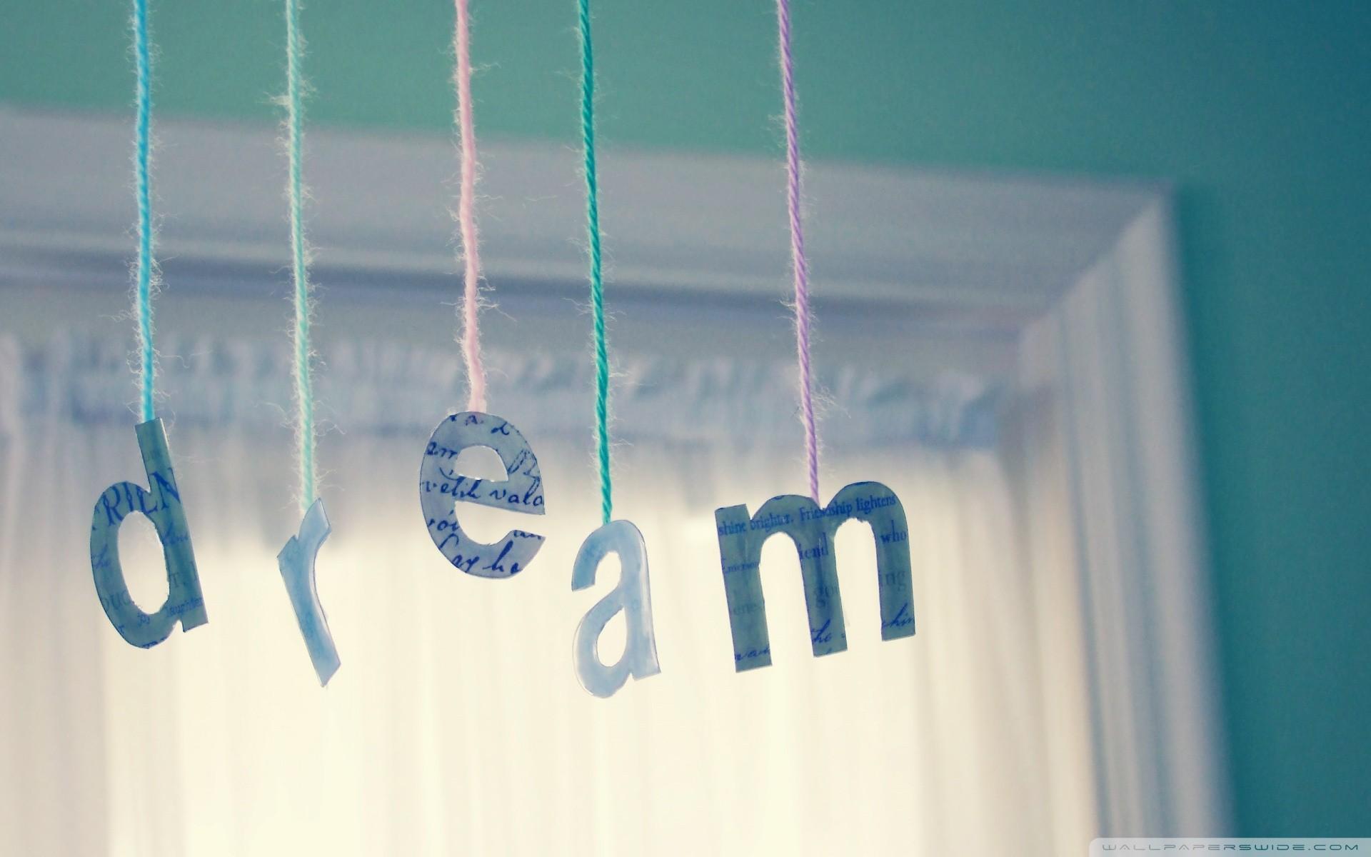 Vreemde dromen (over naakt lopen op straat)