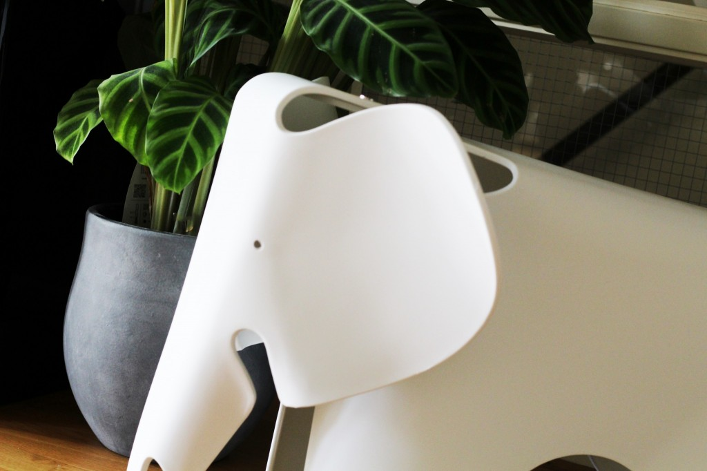 Eames elephant chair