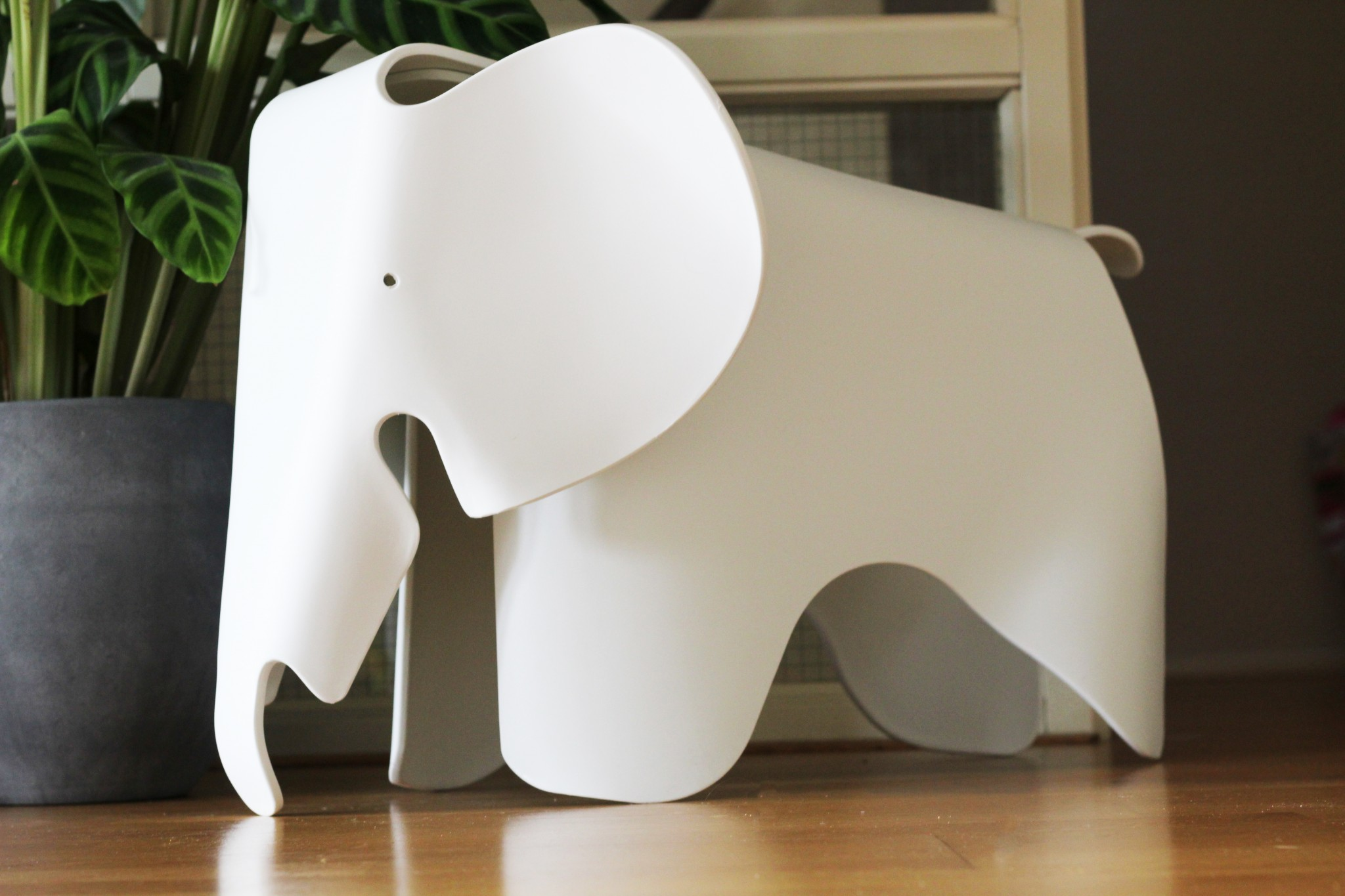 Winweek: win een Eames Elephant Chair!