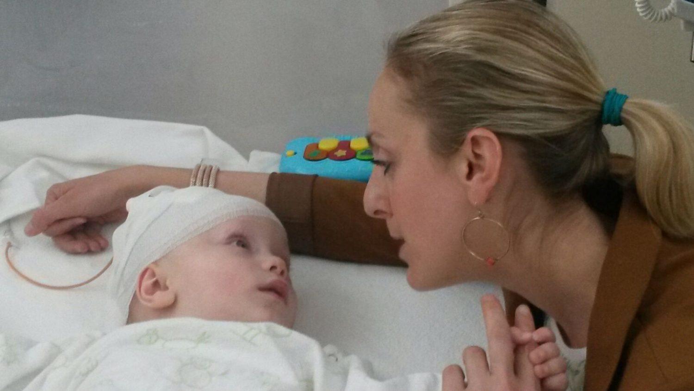 Marit's 8 maanden oude baby kreeg een hersentumor