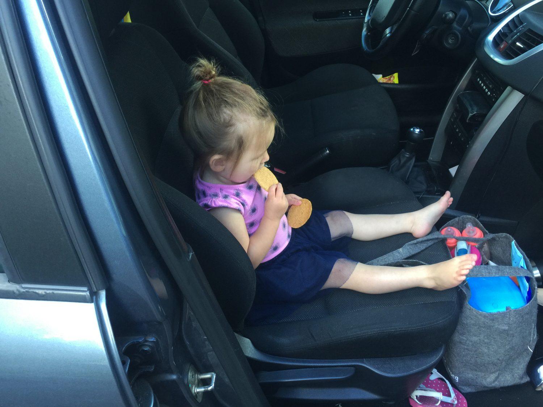 Laat jij je kind weleens alleen in de auto? (doe het niet!)
