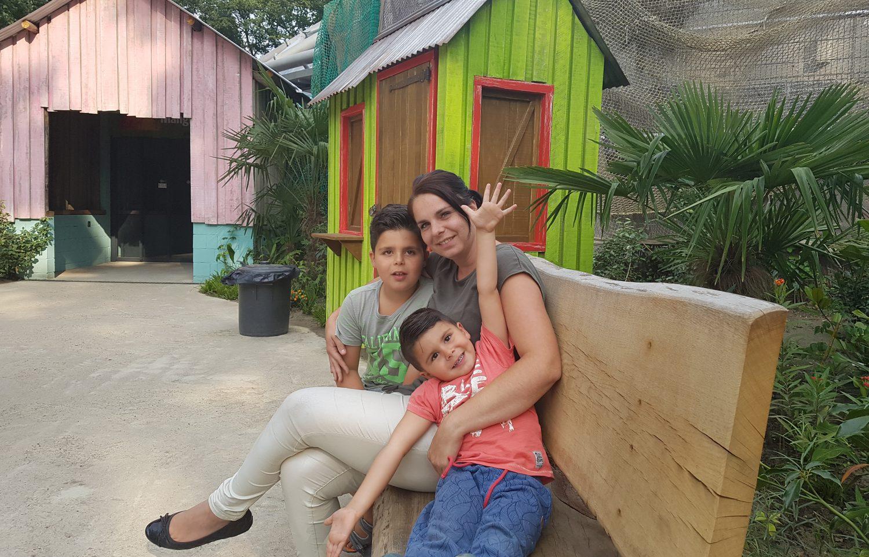 Veronique heeft een zeldzame ziekte (waarvan 50% de kans dat zij dit zou overdragen op haar kinderen)