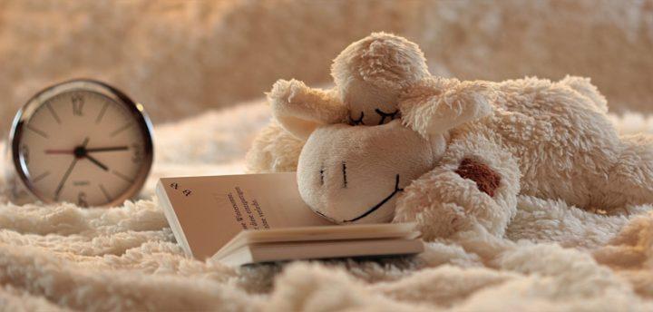 baby's en kinderen goed laten slapen bij warm weer